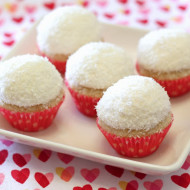 gluten free vegan mini coconut snowball cupcakes