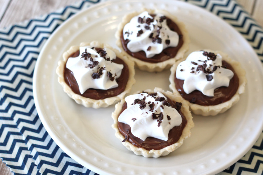 Gluten Free Vegan Mini Chocolate Cream Pies. Mini pie shells, filled with creamy dairy free chocolate pudding. So cute!