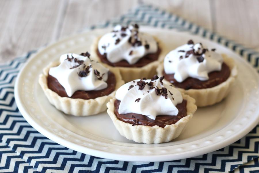 Gluten Free Vegan Mini Chocolate Cream Pies. Mini pie shells, filled with creamy dairy free chocolate pudding. So cute!