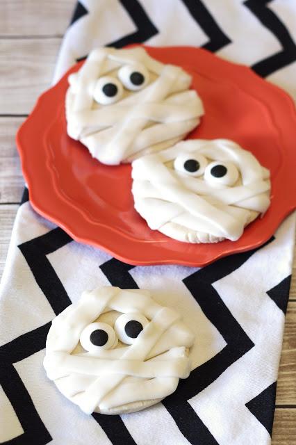 Gluten Free Vegan Mummy Sugar Cookies. So simple, so cute, so spooky.