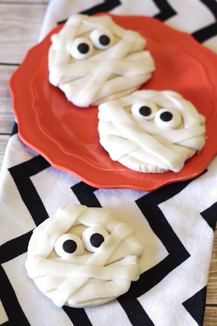 Gluten Free Vegan Mummy Cookies. So simple, so cute, so spooky.