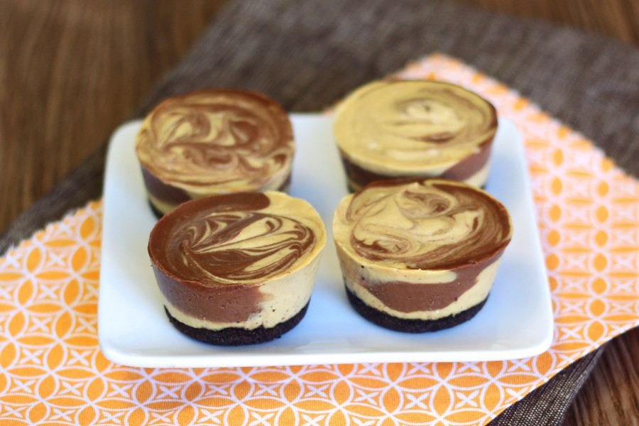 mini vegan pumpkin chocolate cheesecakes2