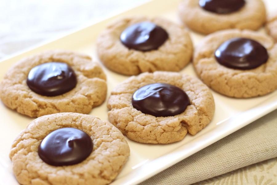 Gluten Free Vegan Peanut Butter Chocolate Thumbprint Cookies. Soft peanut butter cookies with a chocolate ganache in the center.