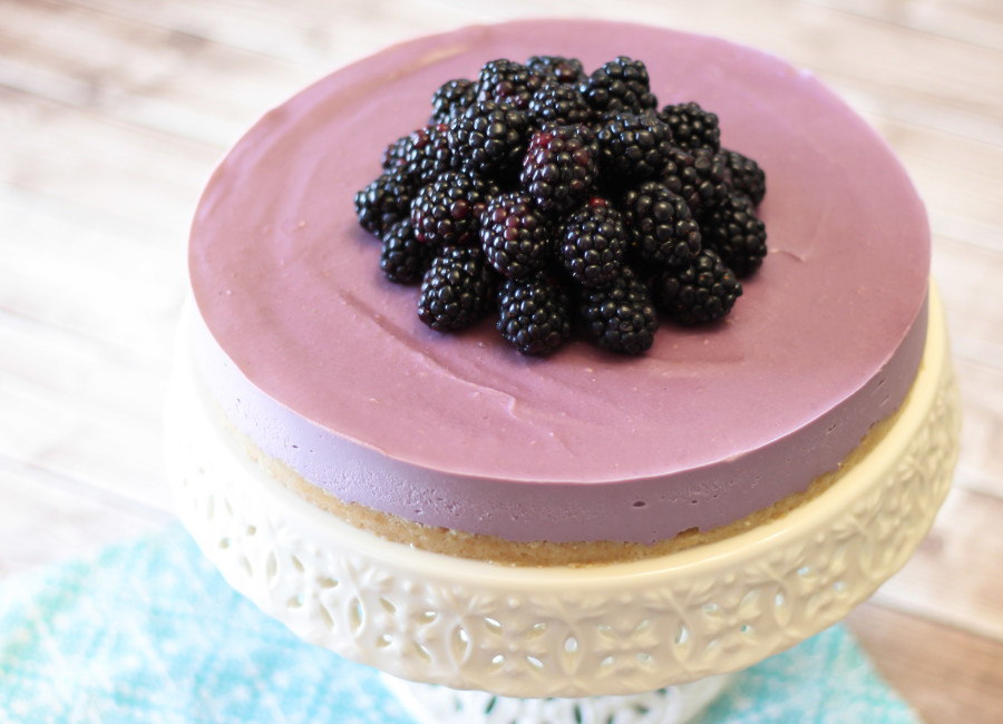 Gluten Free Vegan Blackberry Cheesecake. Made with cashews and fresh blackberries. Such a showstopper!