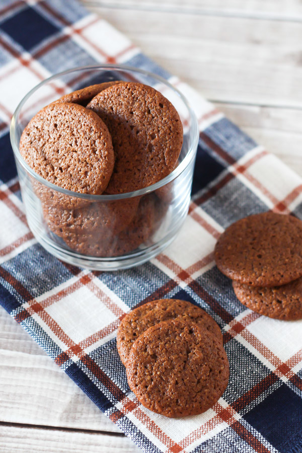 Gluten Free Vegan Mini Gingersnaps. Little, chewy gingersnaps cookies that just happen to be allergen free!