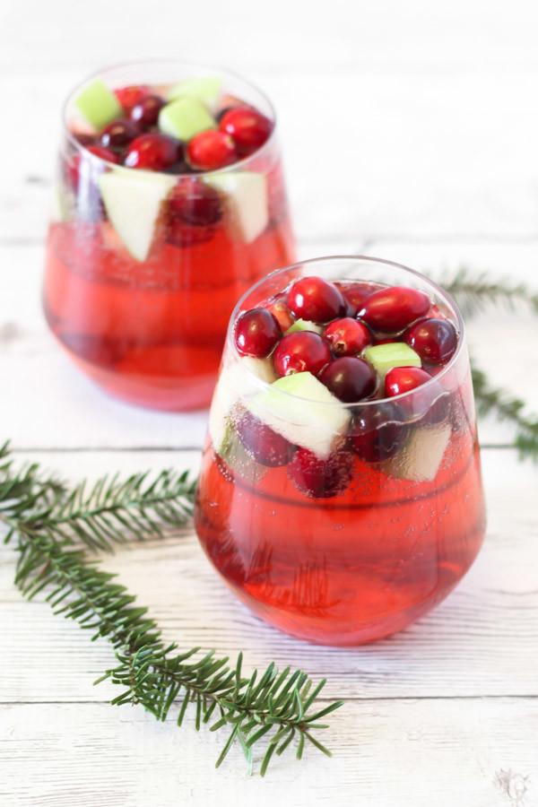 Apple Cranberry Sangria. So easy, so beautiful, so festive!