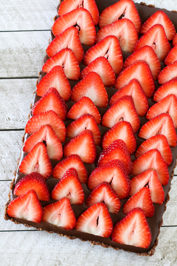 gluten free vegan no-bake strawberry chocolate tart