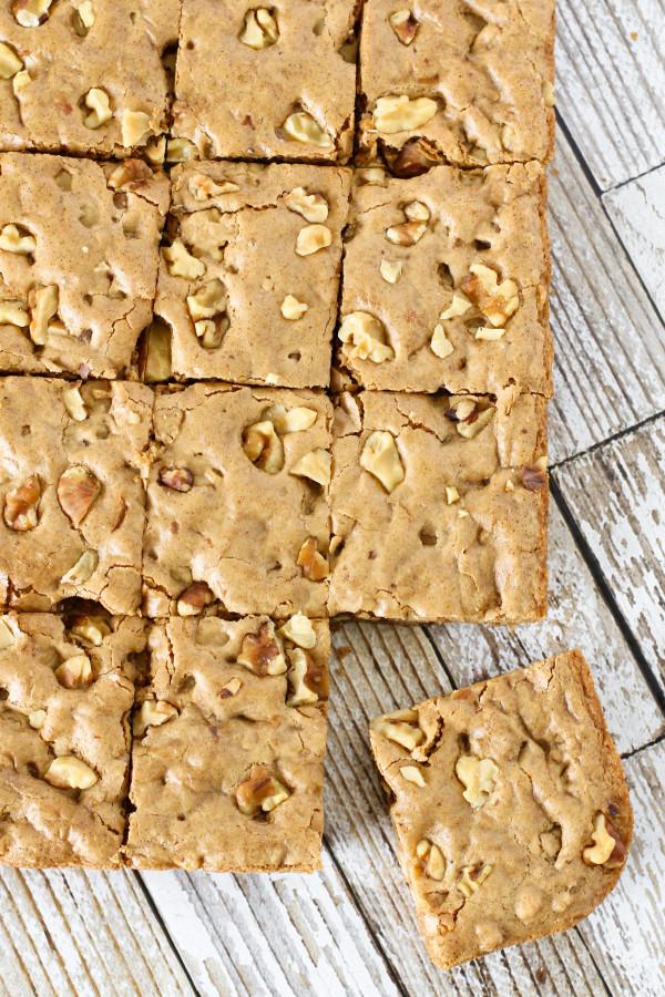 Gluten Free Vegan Maple Walnut Blondies. Crispy edges, chewy on the inside and loaded crunchy walnuts!