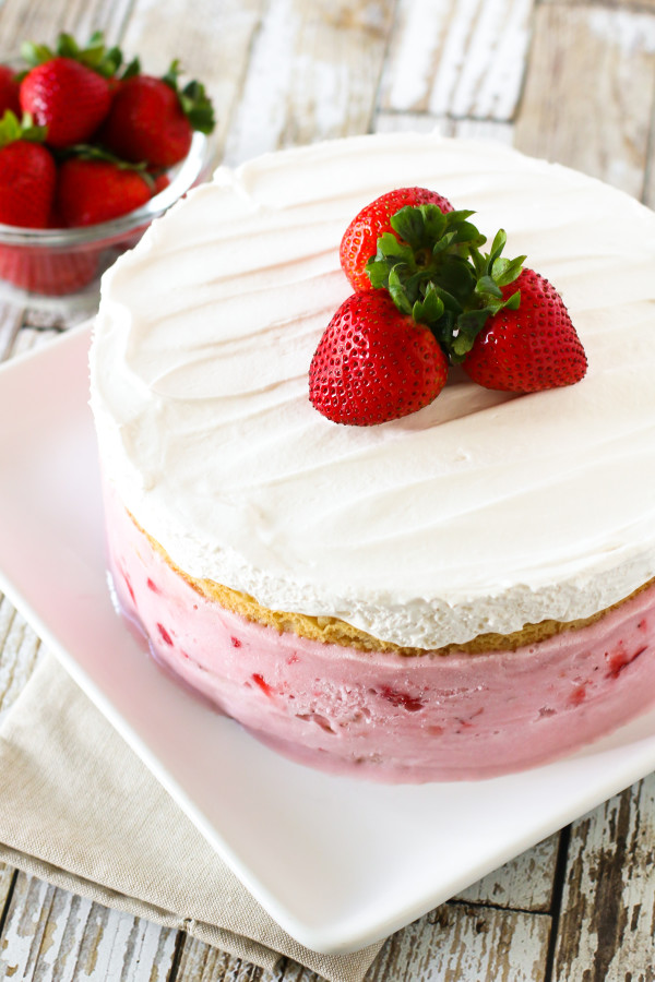 Gluten Free Vegan Strawberry Ice Cream Cake. Layers of vanilla cake ...