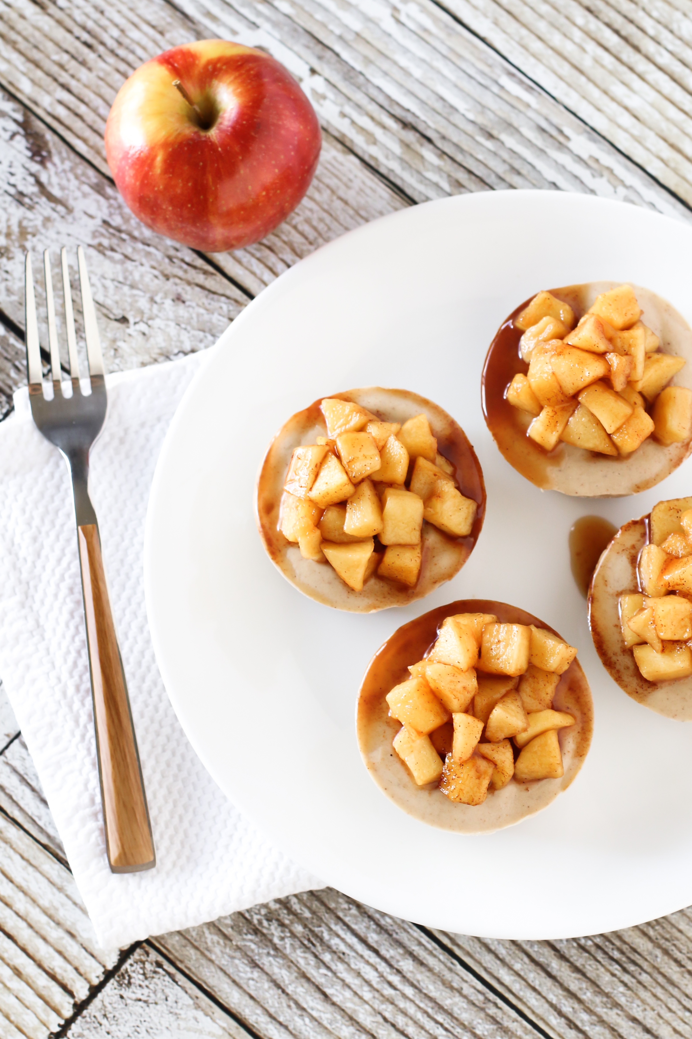 Gluten Free Vegan Mini Apple Cinnamon Cheesecakes. Individual no-bake dairy free cheesecakes, loaded with cinnamon and topped with sweet apples.