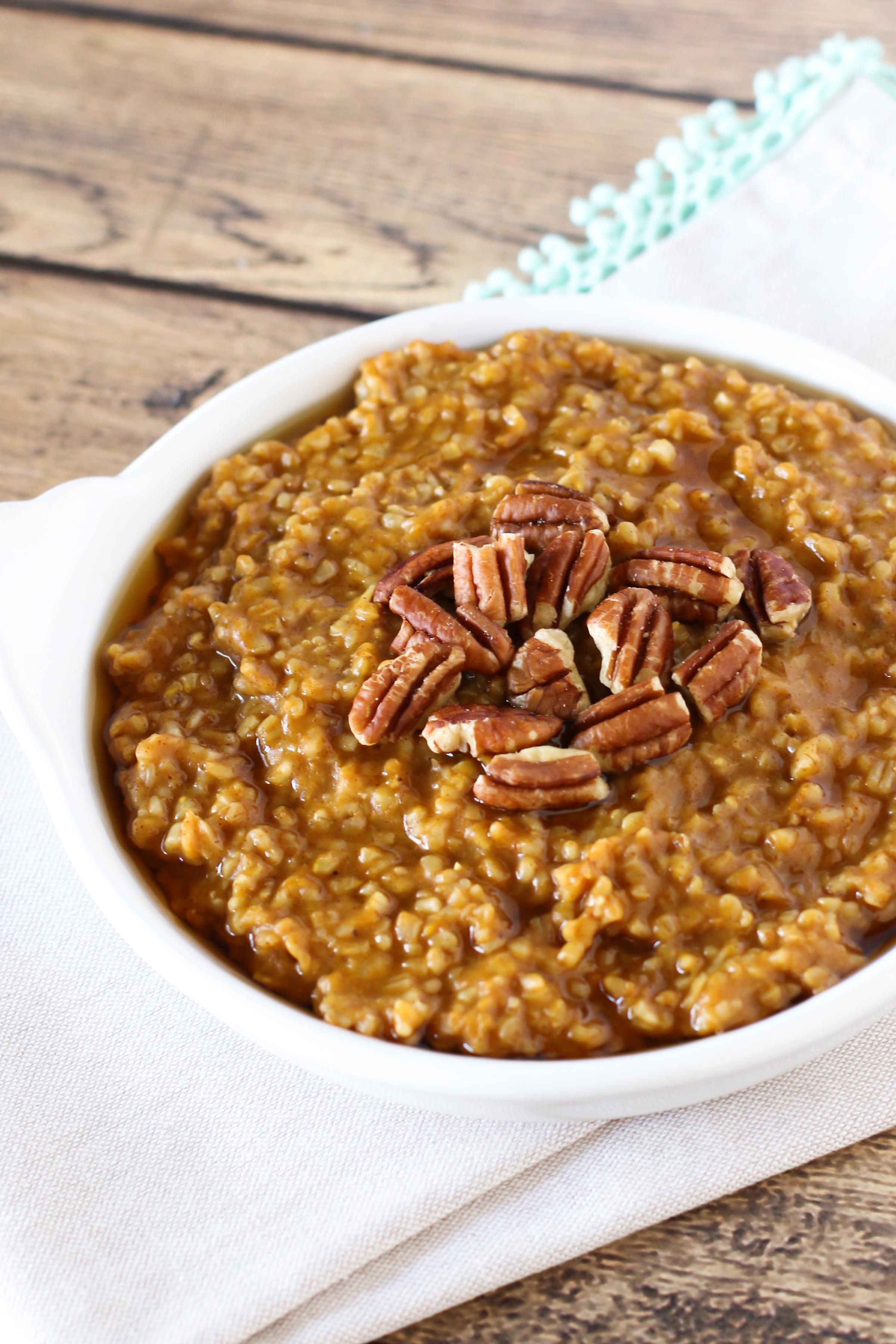 Gluten Free Vegan Pumpkin Pie Oatmeal. Creamy steel cut oats, with pumpkin, spice and everything nice.