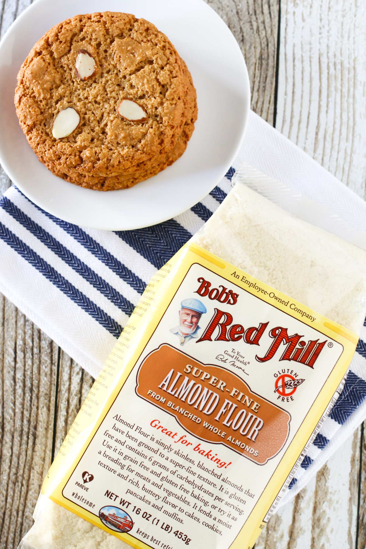 Gluten Free Vegan Almond Cookies. Made with Bob's Red Mill almond flour, these cookies have the perfect chewy, crispy texture.