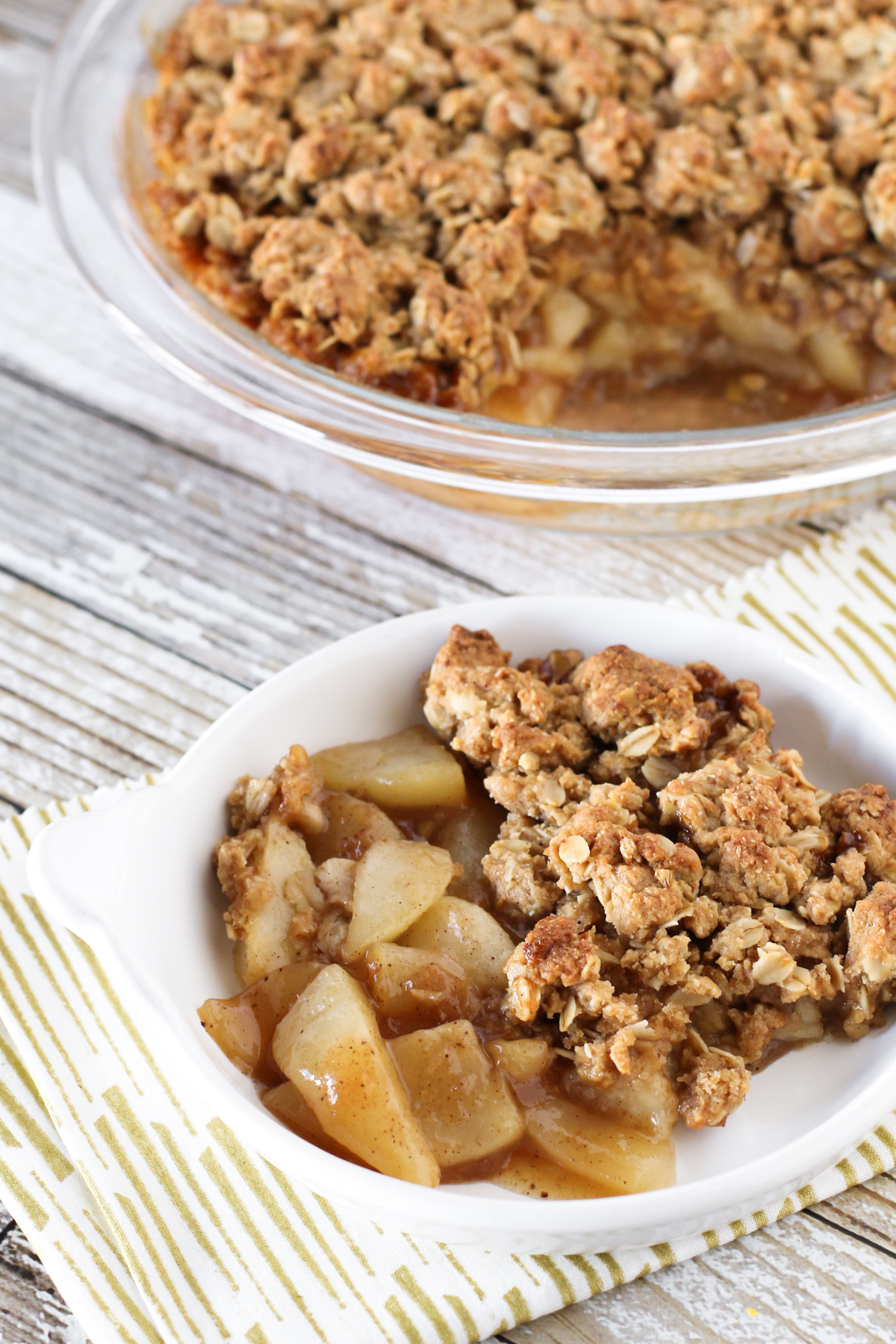 Gluten Free Vegan Chai Spiced Pear Crisp. Warm chai spices, sweet pears and a refined sugar free oat crumb topping. A lovely fall dessert!