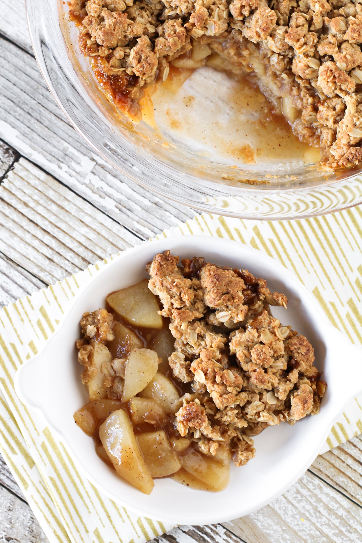 Gluten Free Vegan Chai Spiced Pear Crisp. Warm chai spices, sweet pears and a refined sugar free crumb topping. A lovely fall dessert!