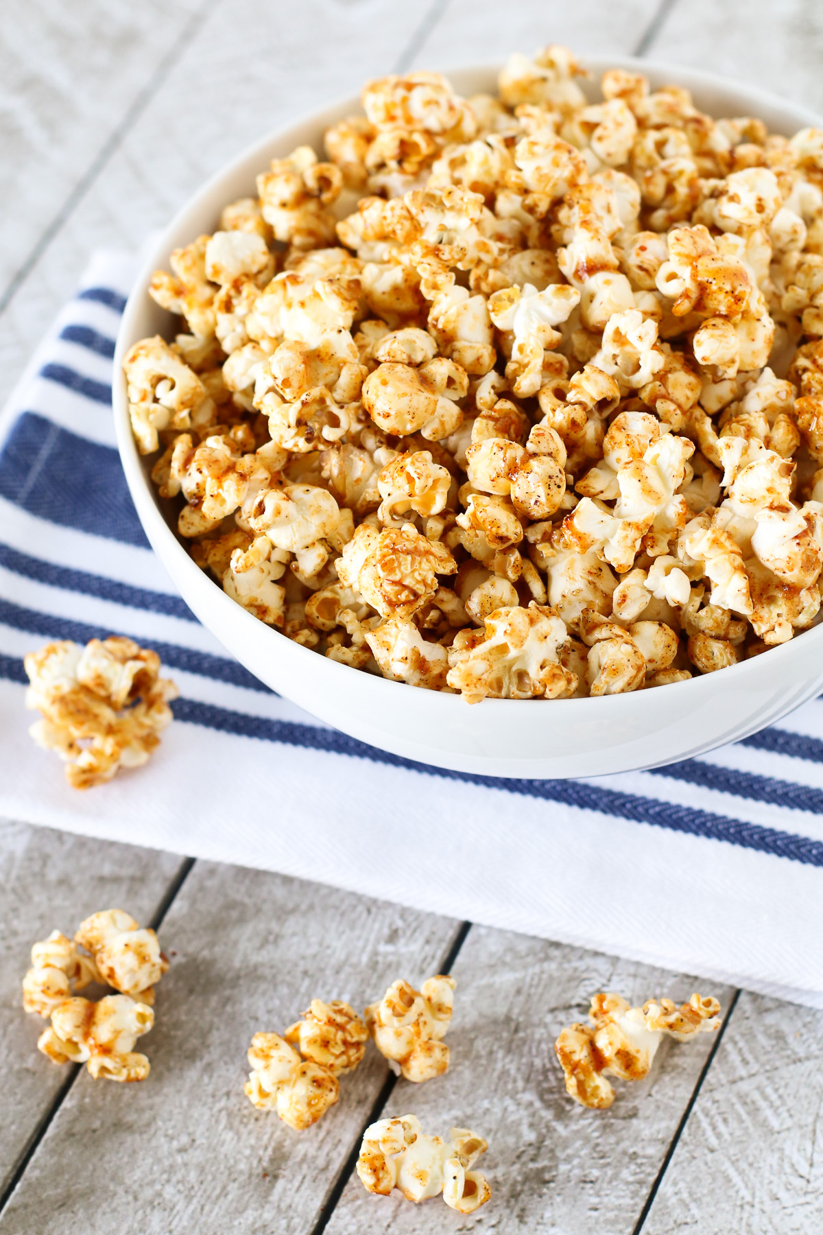 Smokey Maple Popcorn. Made with pure maple syrup, coconut oil and smokey spices, this popcorn is totally addicting!