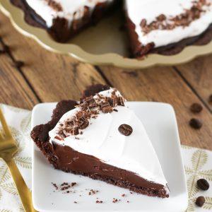 Gluten Free Vegan Mocha Cream Pie. Chocolate cookie crust filled with a decadent dairy free mocha pudding. A slice of chocolaty coffee heaven!