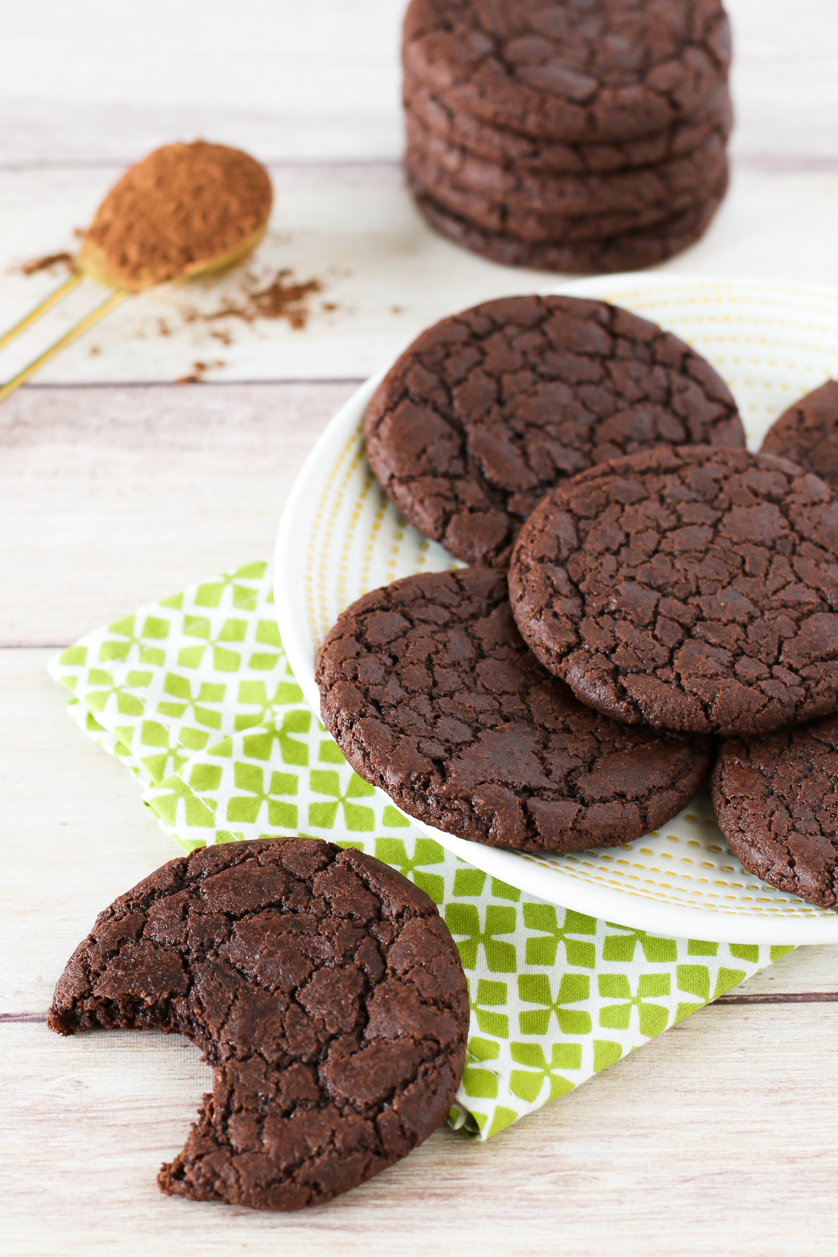 Gluten Free Vegan Brownie Cookies. Chewy, chocolate cookies that taste like a fudgy brownie!