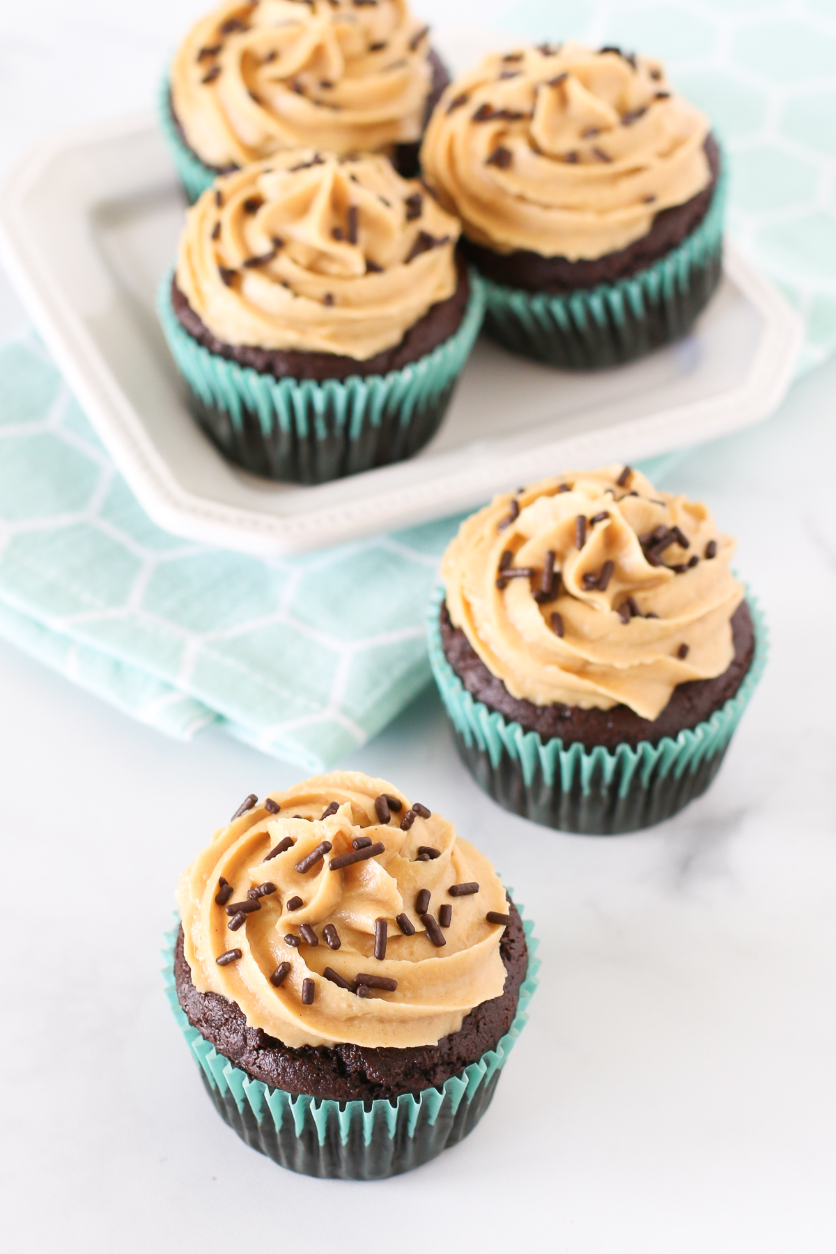 Gluten Free Vegan Chocolate Peanut Butter Cupcakes. Fluffy chocolate cupcakes with a creamy peanut butter frosting. A PB and chocolate lovers dream!