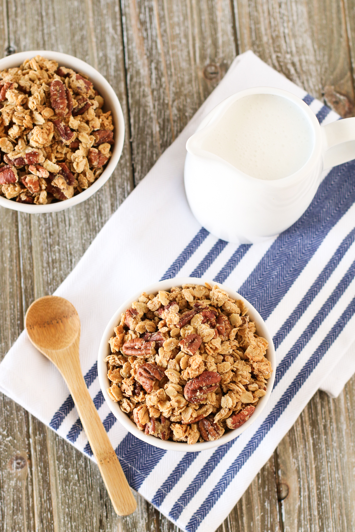 Gluten Free Vegan Pumpkin Spice Granola. Homemade granola made with oats, loads of pecans and all the fall spices.