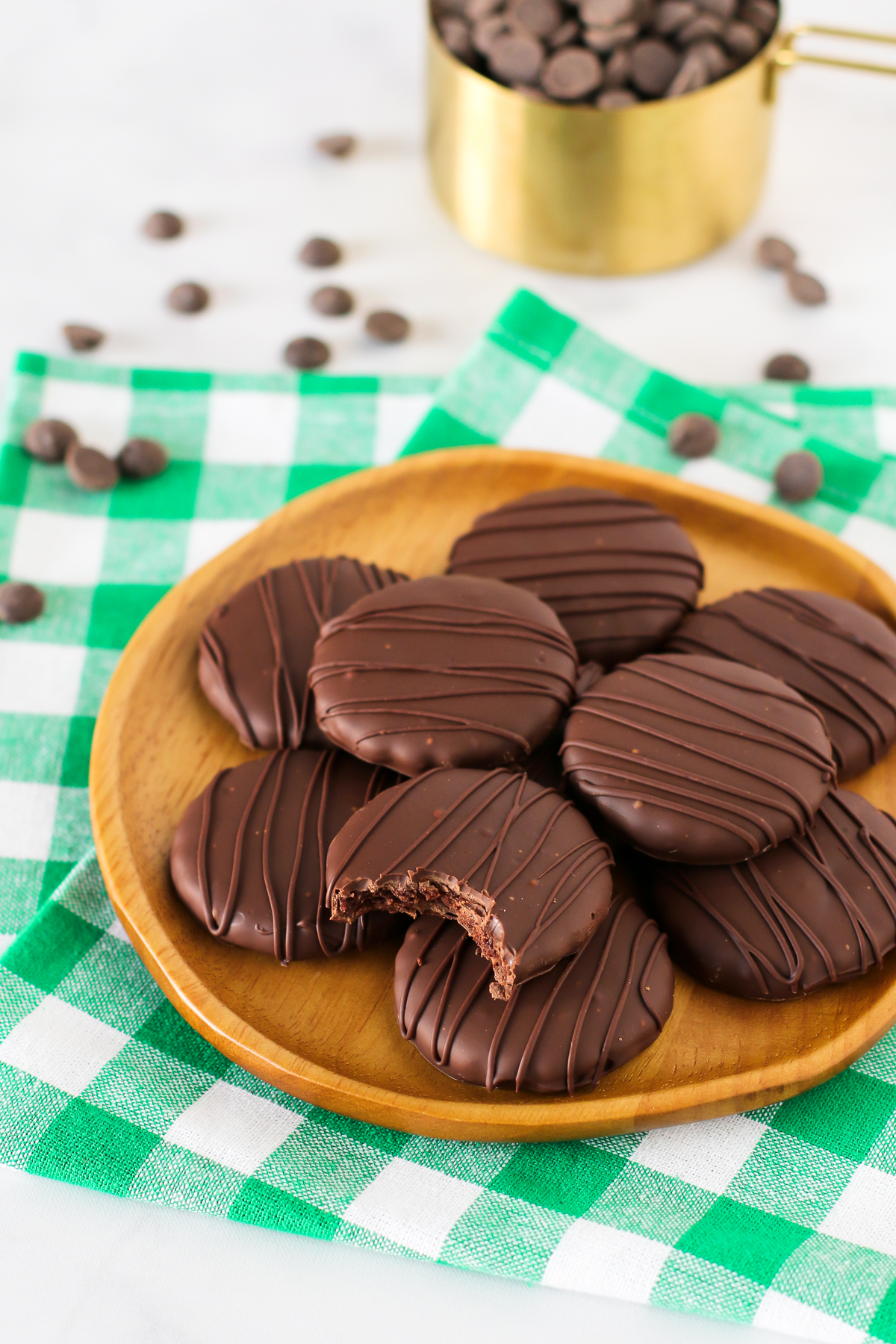 Gluten Free Vegan Thin Mint Cookies. You know you want a bite of one of these chocolate-covered chocolate mint cookies!